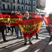 Concentració de persones amb banderes espanyoles a les portes del Suprem