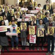 Diputats de les forces sobiranistes i treballadors del Parlament donen suport als processats