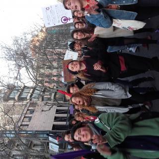 Dones al carrer