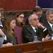 Els advocats de la defensa escolten els testimonis en la jornada de dimecres 10 d'abril