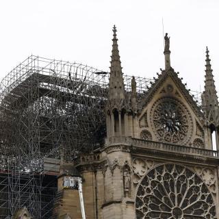 La destrucció de Notre-Dame, l'endemà de l'incendi i sense flames