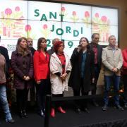 L'alcaldessa de Barcelona, Ada Colau, i representants de diferents formacions poítiques a l'esmorzar de Sant Jordi al Palau de la Virreina