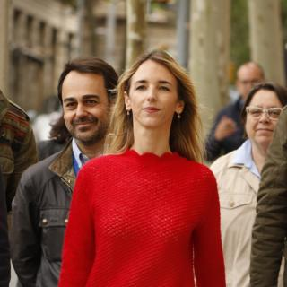 La candidata del PP de Catalunya Cayetana Álvarez de Toledo amb els populars Óscar Ramírez i Pilar Marcos