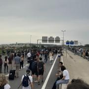 Una marxa talla l'accés a l'aeroport del Prat, aquest dilluns