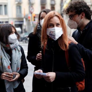 La candidata dels Comuns, Jéssica Albiach, abans d'entrar a votar al seu col·legi electoral a Barcelona