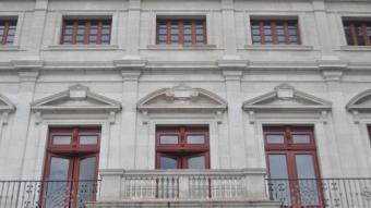 Cap bandera oneja a la façana de l'Ajuntament de Reus Foto:Enrique Canovaca