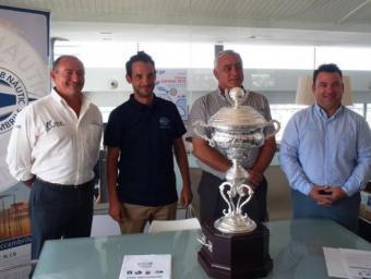 Antoni Vallverdú, Fernando Cendra, Antonio Segado i Rodolf Guasch junt amb el trofeu de la competició. Foto:Cedida