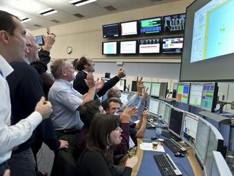 Científics del centre de control del CERN. Foto:EFE