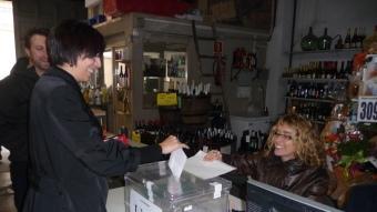 Un dels vots a Castellar del Vallès, durant la primera onada de consultes Foto:M.C.B