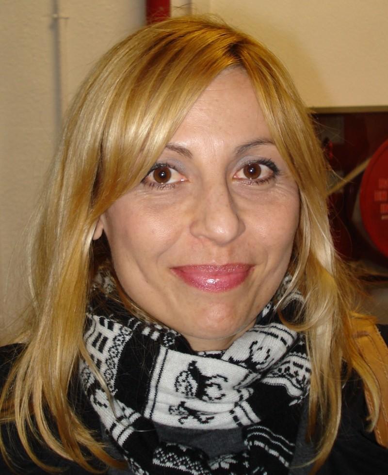 Maria Bosch, de 37 anys, viu a Riudoms i ahir era Tarragona per entregar currículums perquè fa dos anys que no té feina, però no sabia que El Corte Inglés ... - 780_008_3013106_4422de77cd70dafa9acc1b802b1567c5