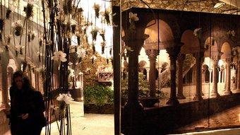 Un joc de miralls genera un ambient místic en el muntatge de torre Gironella.  Foto:LLUÍS SERRAT