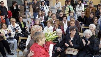 L'entrega dels premis del concurs de flors, amb l'alcaldessa, Anna Pagans, al centre. Foto:JULIETA SOLER