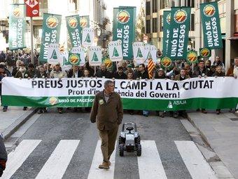 El febrer passat els pagesos es va manifestar a Barcelona demanant preus justos per a la seva producció.  Foto:EFE/TONI GARRIGA