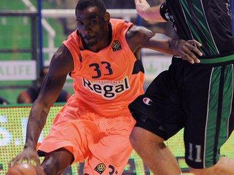 Mickeal, en una imatge del partit de Siena.  Foto:EFE