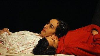 Dues de les protagonistes d''El viento en un violín', de Claudio Tolcachir. Es va veure a Temporada Alta. Foto:M. LLADÓ