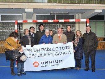 Òmnium i la FCF van fer una barrera simbòlica per no encaixar gols en matèria educativa. /  Foto:M.Á.T