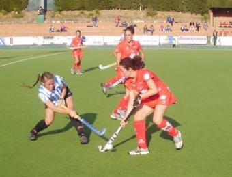 Una acció del duel entre l'Egara i la Real Sociedad, que es van emportar les basques.  Foto:CDT