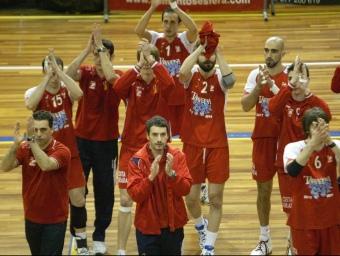 A dalt, el primer triomf en «play-off». A baix, comiat amb Unicaja el 2009. A la dreta, el SPiSP-Unicaja del 2000.  Foto:O.D / J.F. / X.J