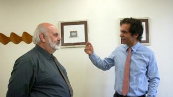Edward Hugh i Raül Martínez, en un dels moments de la xerrada que va tenir lloc a la seu de l'Institut d'Estudis Financers.  Foto:QUIM PUIG