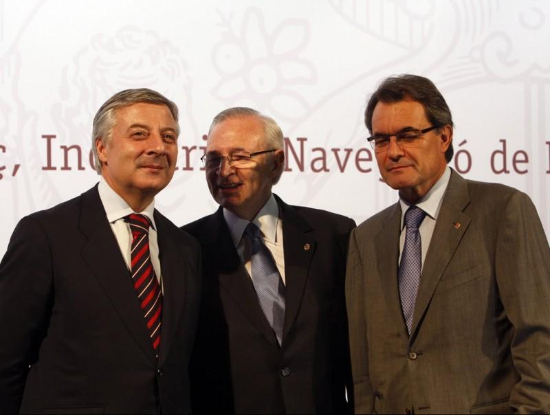 El ministre Blanco, el president Mas i el president de la Cambra de Barcelona, Miquel Valls, en l'acte de celebració del corredor mediterrani.  Foto:ORIOL DURAN/ JORDI BEDMAR/ARXIU/ JOSEP LOSADA