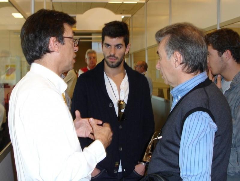Alguersuari (al mig), amb el seu pare i Aman Barfull (esquerra)  Foto:JOSEP CASANOVAS