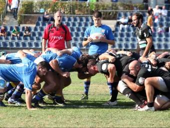 Marc Puigbert, al centre, va tornar a exercir de mig de melé en el partit d'ahir Foto:EL 9