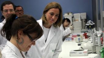 La candidata del PSC en una visita als laboratoris científics de Cornella Foto:ACN/ RAFA GARRIDO