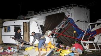 La zona de Fira de Gandia s'ha vist afectada per un tornado i per lapluja. Foto:EFE -BATXO FRANCÉS