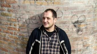 David Fernández, fotografiat al barri del Raval de Barcelona, ciutat on ha estat durant anys practicant activisme social Foto:ORIOL DURAN