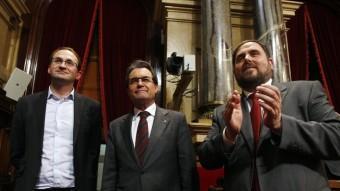 Joan Herrera, Artur Mas i Oriol Junqueras després de l'aprovació de la declaració de sobirania al Parlament Foto:ORIOL DURAN