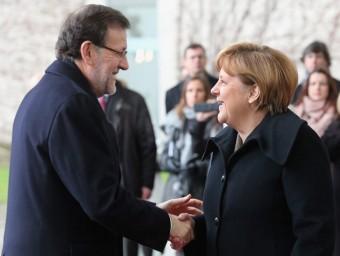 A l'esquerra, Mariano Rajoy i Angela Merkel en la cimera de la UE. A dalt, un tren AVE. A sota, Alfredo Pastor, conseller delegat d'Applus. A la dreta, la cimera anticorrupció convocada per Artur Mas.