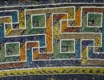 Detall de decoració geomètrica dels mosaics del mausoleu de Gal·la Placídia Foto:M.M.