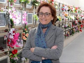 La consellera delegada de Pompas Fúnebres de Badalona, Ana María Gassió, al columbari del tanatori de Badalona.  Foto:QUIM PUIG