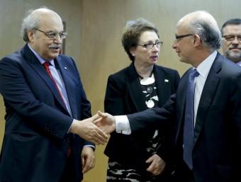 El conseller Mas-Colell i el ministre Montoro han escenificat al CPFF l'acostament entre la Generalitat i el govern de l'Estat.  Foto:ARXIU