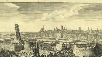 La caiguda de Barcelona.  Foto:GRAVAT QUE RECREA EL DEVASTADOR ASSALT DE LES TROPES DE FELIP V A BARCELONA EL 1714. VIQUIPÈDIA
