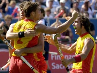 Sala i Tubau feliciten Santi Freixa després de marcar un gol en la final contra Holanda Foto:PETER ENDIG / EFE