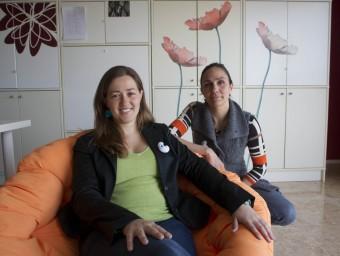 Eli Bonfill i Aurora Requena al despatx que tenen a Tortosa.  Foto:JOSÉ CARLOS LEÓN