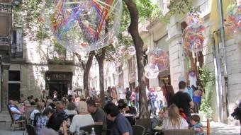 Una terrassa plena de gent, en aquest cas al carrer de la Força, dilluns passat Foto:D. VILÀ