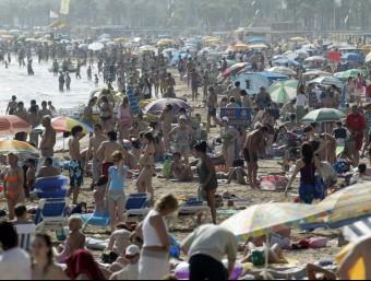 Un estudi de la Universitat Autònoma calcula que els turistes deixaran 13.400 milions d'euros a Catalunya.
