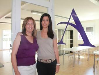 Rosa Salvía i Eva Juncà, a la seu d'Aurea Acadèmia de Formació i Arts, a Balaguer.  Foto:D.M
