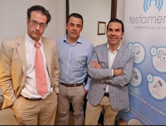 Els socis fundadors de Testamenta a la seva seu de Sabadell.  Foto:JUANMA RAMOS