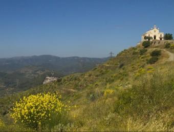 L'ermita de Sant Ramon al vessant des d'on es veu Sant Climent. Foto:ALBERT SALAMÉ