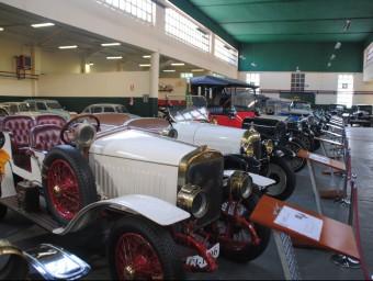 El Museu Roda Roda reuneix desenes de vehicles històrics en un antic taller. Foto:J.TORT