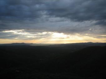 La vista del castell de Montgrí i les Medes, des del Balcó de les Bruixes, de bon matí Foto:J.F