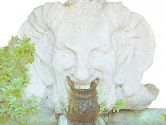 Una figura ornamental als jardins on hi ha la font del Gat Foto:JOSEP LOSADA
