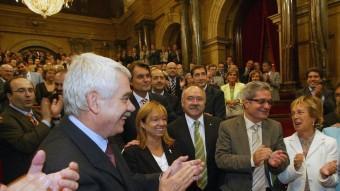 Maragall, De Madre, Carod-Rovira, Saura, Mieras i Geli, i tot l'hemicicle aplaudint l'aprovació al Parlament de l' Estatut el 30 de setembre del 2005 Foto:X. B. /ARXIU