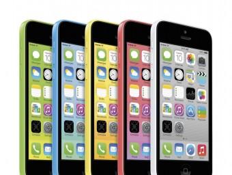 La marca de la poma llança un model d'Iphone barat per guanyar quota de mercat.  Foto:EFE