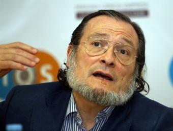 Santiago Niño-Becerra, durant la presentació del seu llibre 'Diario del crash' a Barcelona que va tenir lloc a l'Institut Químic Sarrià.  Foto:ARXIU/JUANMA RAMOS