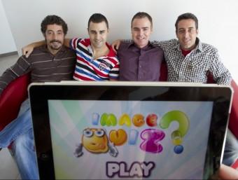 Els creadors d'Image Quiz, un joc per a dispositius mòbils que ha aconseguit milers de descàrregues.  Foto:JOSÉ CARLOS LEÓN