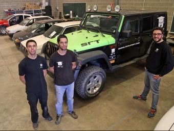 Els tres impulsors de l'empresa a les instal·lacions que tenen a Esparreguera.  Foto:JUANMA RAMOS